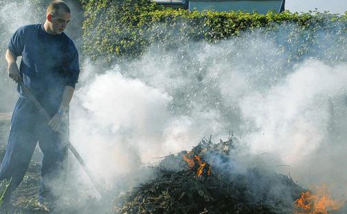 Gartenfeuer gefährden die Umwelt und die Gesundheit
